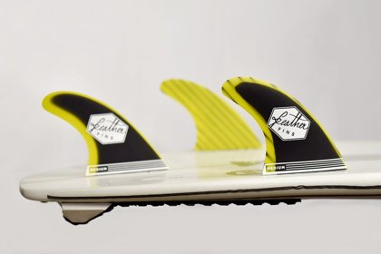 FEATHER modelis FIBERGLASS YELLOW & BLACK. Sistēma - DUAL TAB / SINGLE TAB / CLICK TAB